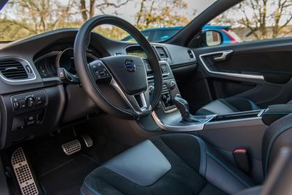Volvo V60 Polestar F Innenansicht statisch Vordersitze und Armaturenbrett fahrerseitig