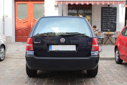 VW Golf IV Variant Aussenansicht Heck statisch dunkelblau