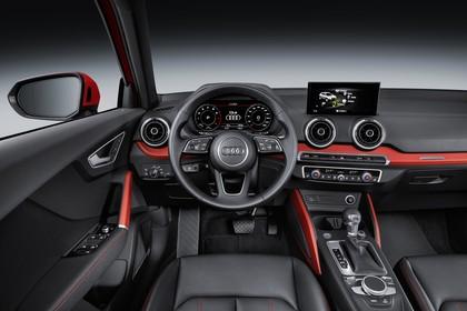 Audi Q2 Innenansicht Fahrerposition Studio statisch schwarz