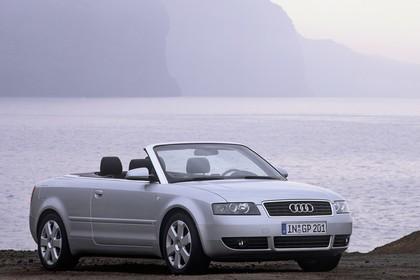 Audi A4 Cabrio B6 Aussenansicht Front schräg statisch silber