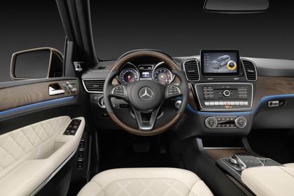 Mercedes-Benz GLS X166 Innenansicht Fahrerposition Studio statisch beige