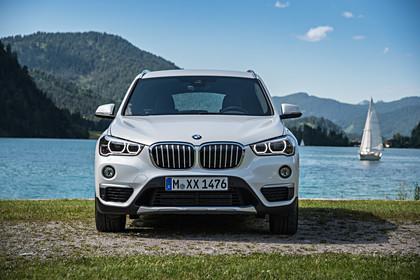BMW X1 F48 Facelift Aussenansicht Front statisch weiss