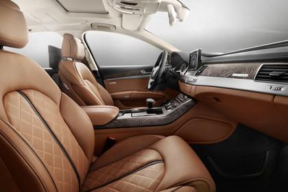 Audi A8 D4 Innenansicht Beifahrerposition Studio statisch braun