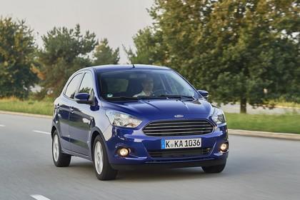 Ford KA+ Front schräg dynamisch blau