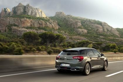Citroën DS5 K Aussenansicht Heck schräg dynamisch grau