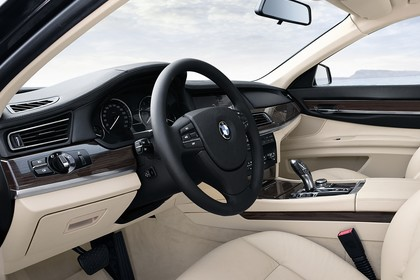 BMW 7er Limousine F01 Innenansicht statisch Vordersitze und Armaturenbrett fahrerseitig
