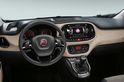 Fiat Doblo 263 Innenansicht statisch Studio Vordersitze und Armaturenbrett fahrerseitig