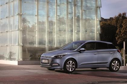 Hyundai i20 GB Aussenansicht Front schräg statisch grau