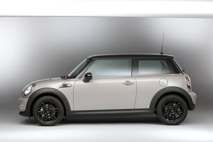 Mini Mini Dreitürer R56 Studio Aussenansicht Seite statisch weiß