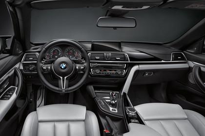 BMW M4 Cabrio F83 Innenansicht Fahrerposition Studio statisch grau