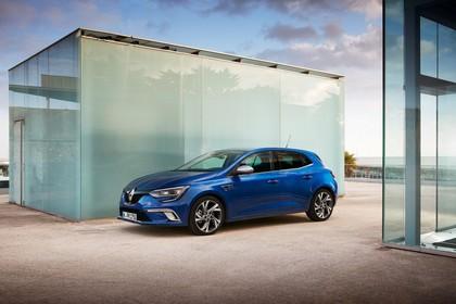 Renault Megane IV Aussenansicht Seite schräg statisch blau