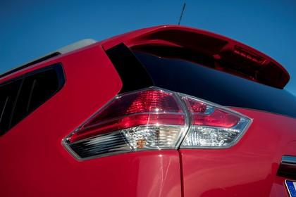 Nissan X-Trail T32 Aussenansicht Heck schräg statisch Detail Rückleuchte links