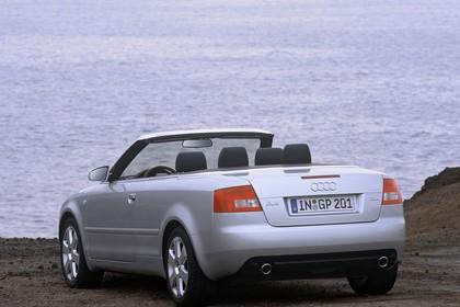 Audi A4 Cabrio B6 Aussenansicht Heck schräg statisch silber