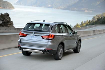 BMW X5 Facelift Aussenansicht Heck schräg dynamisch silber