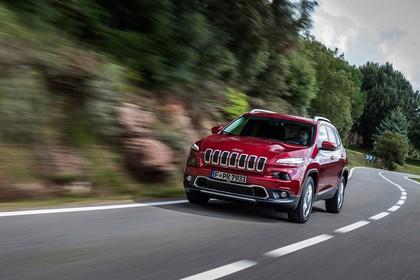Jeep Cherokee KL Aussenansicht Front schräg dynamisch rot