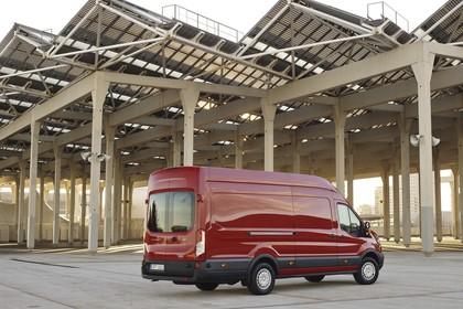 Ford Transit Jumbo Kombi Mk7 Aussenansicht Heck schräg statisch rot