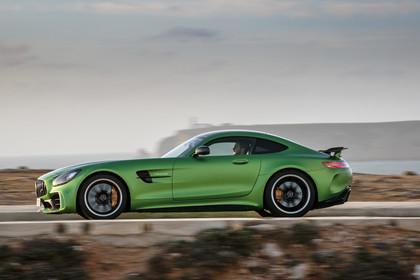 Mercedes-AMG GT C190 Aussenansicht Seite dynamisch grün