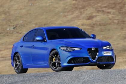 Alfa Romeo Giulia ZAR 952 Aussenansicht Front schräg statisch blau