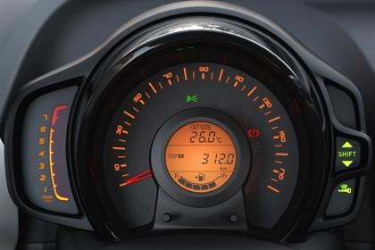 Peugeot 108 Innenansicht statisch Studio Detail Armaturenbrett