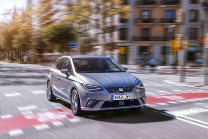 SEAT Ibiza Aussenansicht Front schräg dynamisch silber