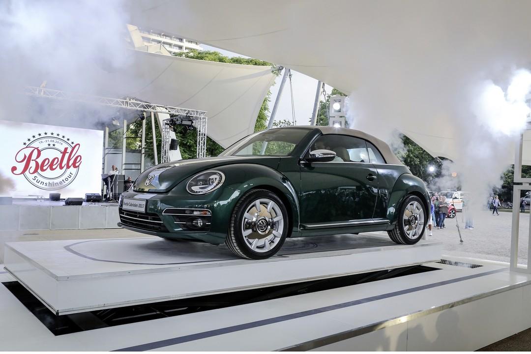 Vw Beetle Cabrio Aussenansicht Front Schräg Dach Geschlossen Statisch Grün