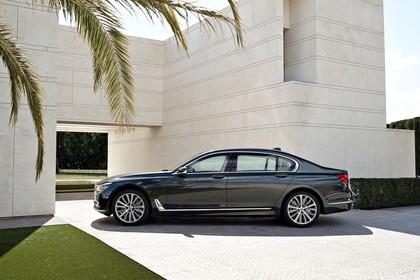 BMW 7er G11/G12 Aussenanansicht Seite statisch grau