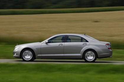 Mercedes-Benz S-Klasse W221 Aussenansicht Seite dynamisch beige