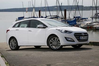 Hyundai i30 Kombi GD/GDH Aussenansicht Front schräg statisch weiss