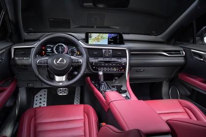 Lexus RX AL2 Innenansicht statisch Studio Vordersitze und Armaturenbrett fahrerseitig