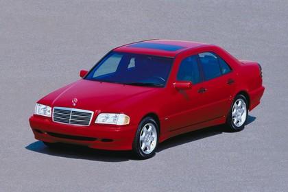 Mercedes-Benz C-Klasse Limousine W202 Aussenansicht Front schräg erhöht statisch rot