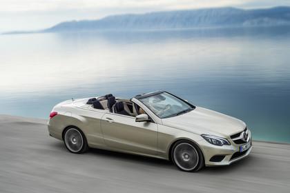 Mercedes-Benz E-Klasse Cabriolet A207 Facelift Aussenansicht Seite schräg dynamisch silber
