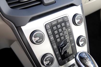Volvo V40 M/525 Innenansicht Detail statisch silber Entertainment