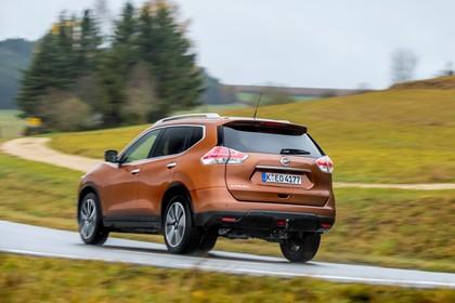 Nissan X-Trail T32 Aussenansicht Heck schräg dynamisch orange