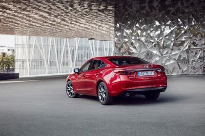 Mazda 6 Limousine GJ Aussenansicht Heck schräg statisch rot