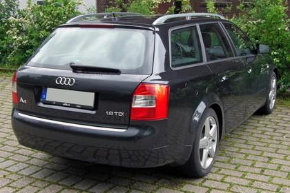 Audi A4 Avant B6 Aussenansicht Heck schräg statisch schwarz