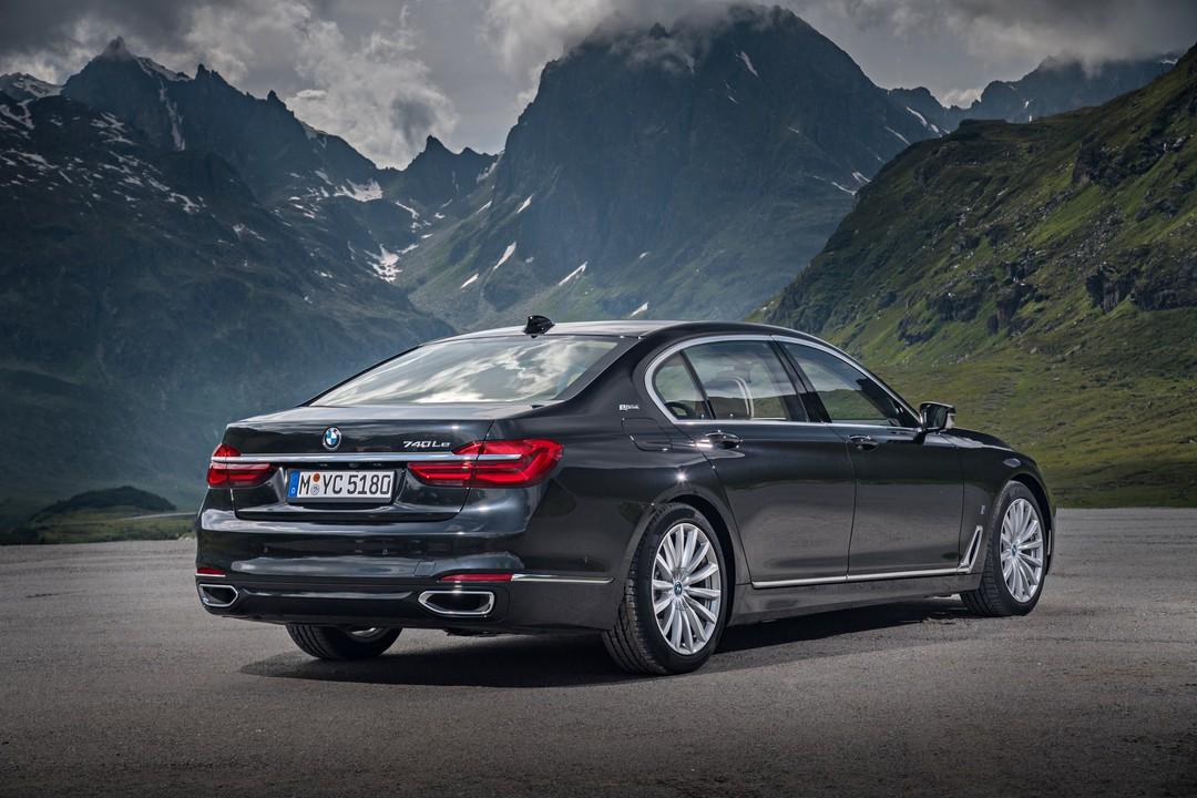 BMW 7er G11 G12 Aussenanansicht Heck Schrag Statisch Grau