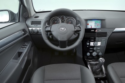 Opel Astra H 5Türer Innenansicht Fahrerposition Studio statisch grau