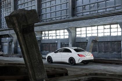 Mercedes-AMG A 45 C117 Aussenansicht Heck schräg statisch weiß