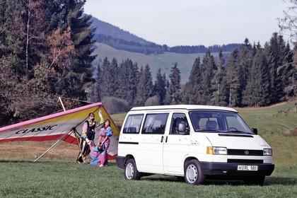 VW T4 California Aussenansicht Front schräg statisch weiss