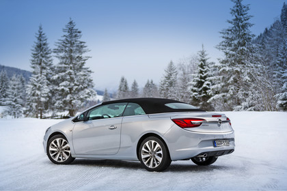 Opel Cascada Aussenansicht Heck schräg statisch silber