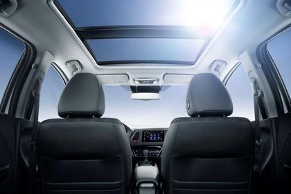 Honda HR-V RU Innenansicht statisch Vordersitze und Panoramadach