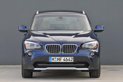 BMW X1 E84 Aussenansicht Front statisch dunkelblau