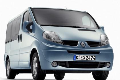 Renault Trafic II Facelift Aussenansicht Front schräg statisch Studio blau