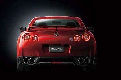 Nissan GT-R R35 Aussenansicht Heck statisch Studio rot