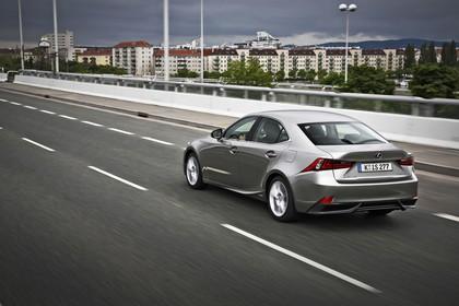 Lexus IS XE3 Aussenansicht Heck schräg dynamisch grau