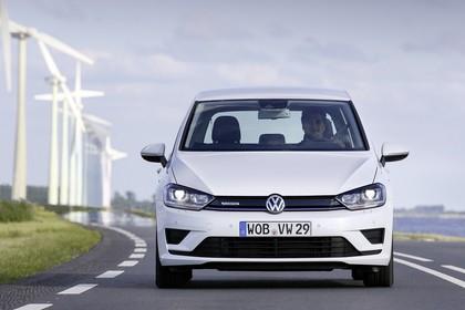 VW Golf Sportsvan Aussenansicht Front statisch weiss