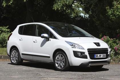 Peugeot 3008 HYbrid4 Aussenansicht Front schräg statisch weiss