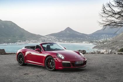 Porsche 911 Carrera GTS Cabriolet 991.2 Aussenansicht Front schräg statisch rot
