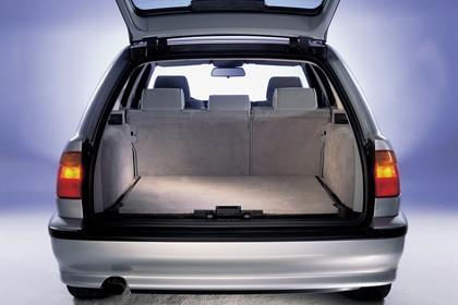 BMW 5er Touring E39 Innenansicht statisch Studio Kofferraum