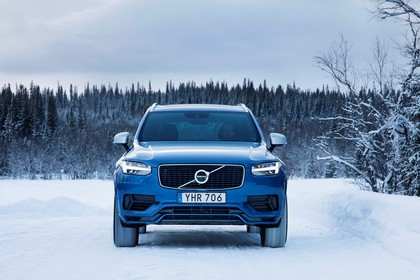 Volvo XC90 L Aussenansicht Front dynamisch blau